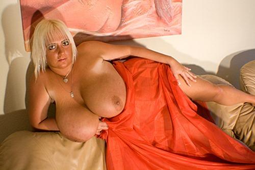 emilia-boshe-naughty-in-bed